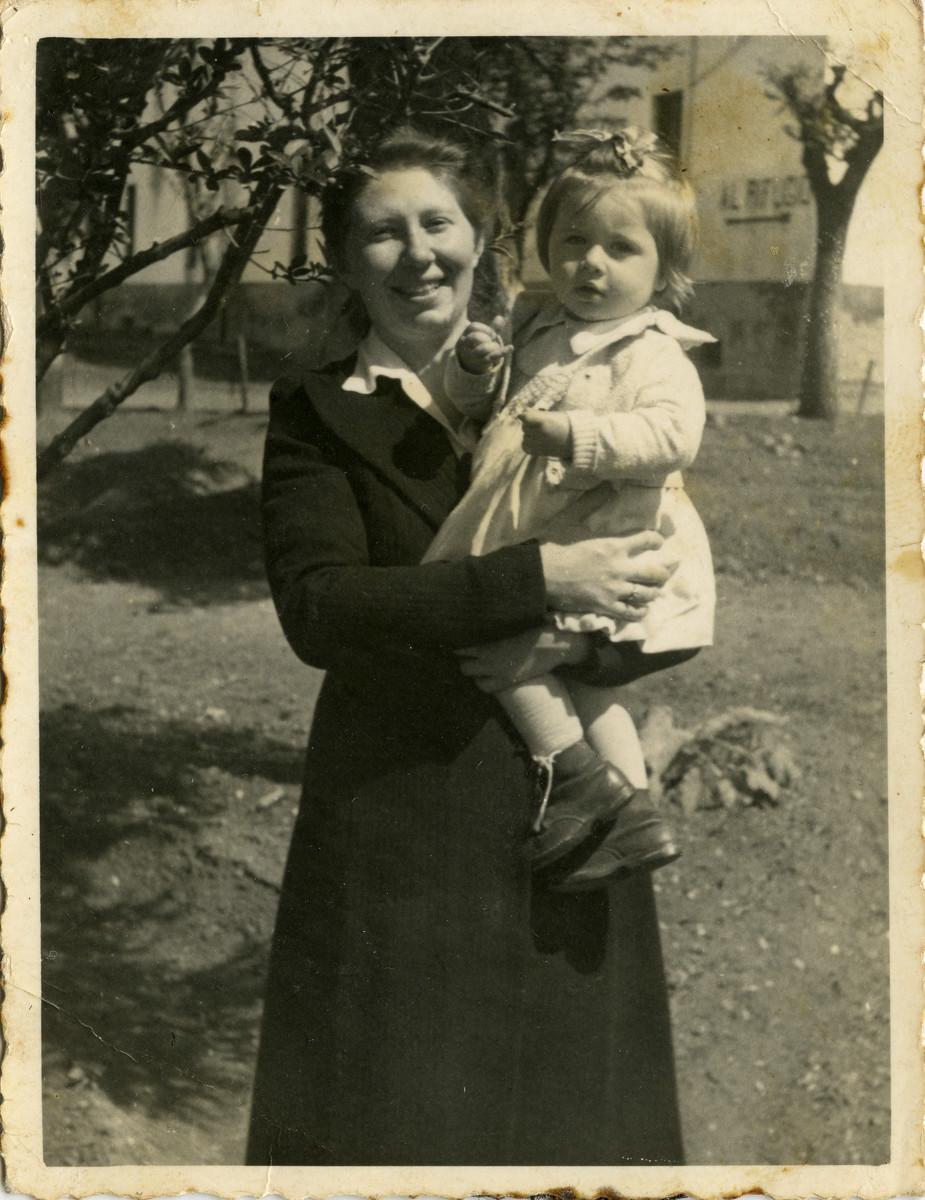 Lisa Fishko Kagan.holds her baby daughter, Shulamit.