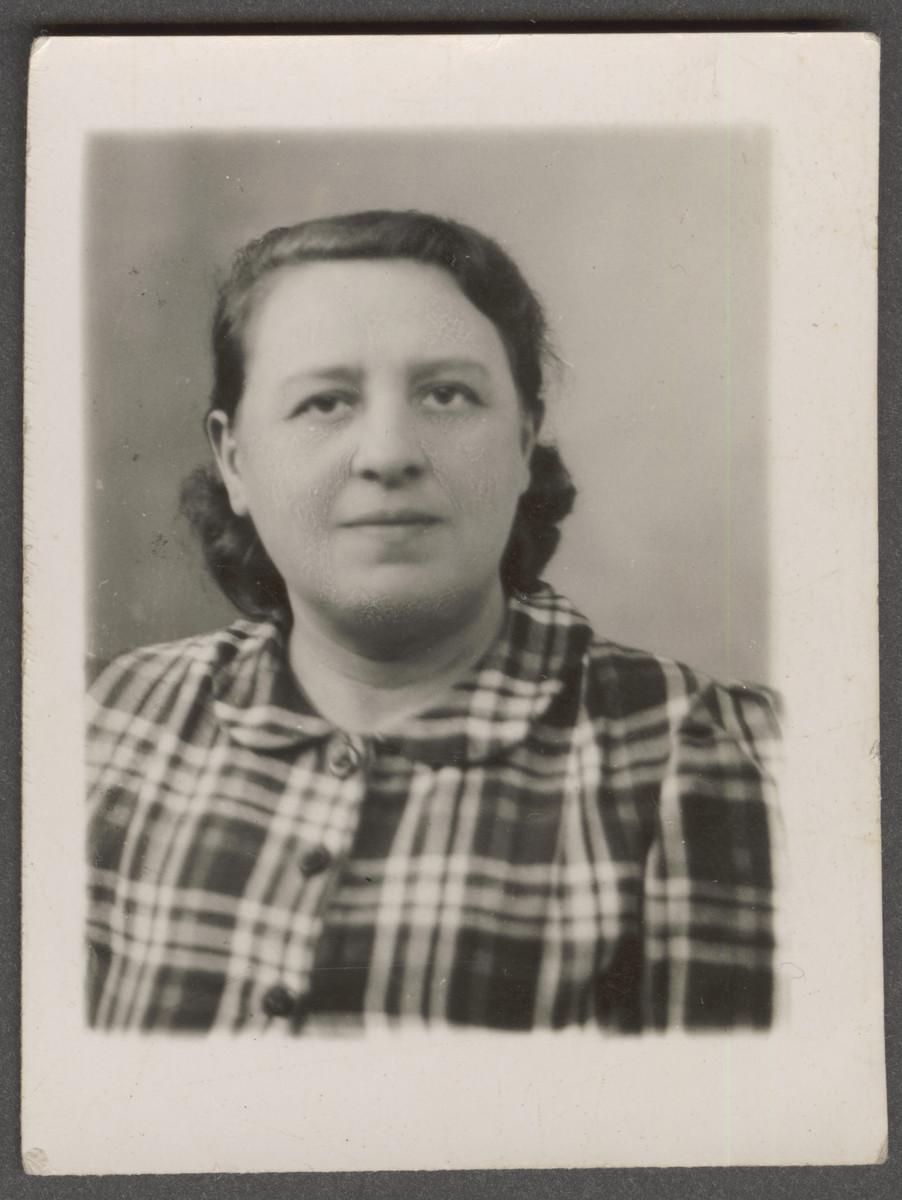 Portrait of Cyrla Berenzon.