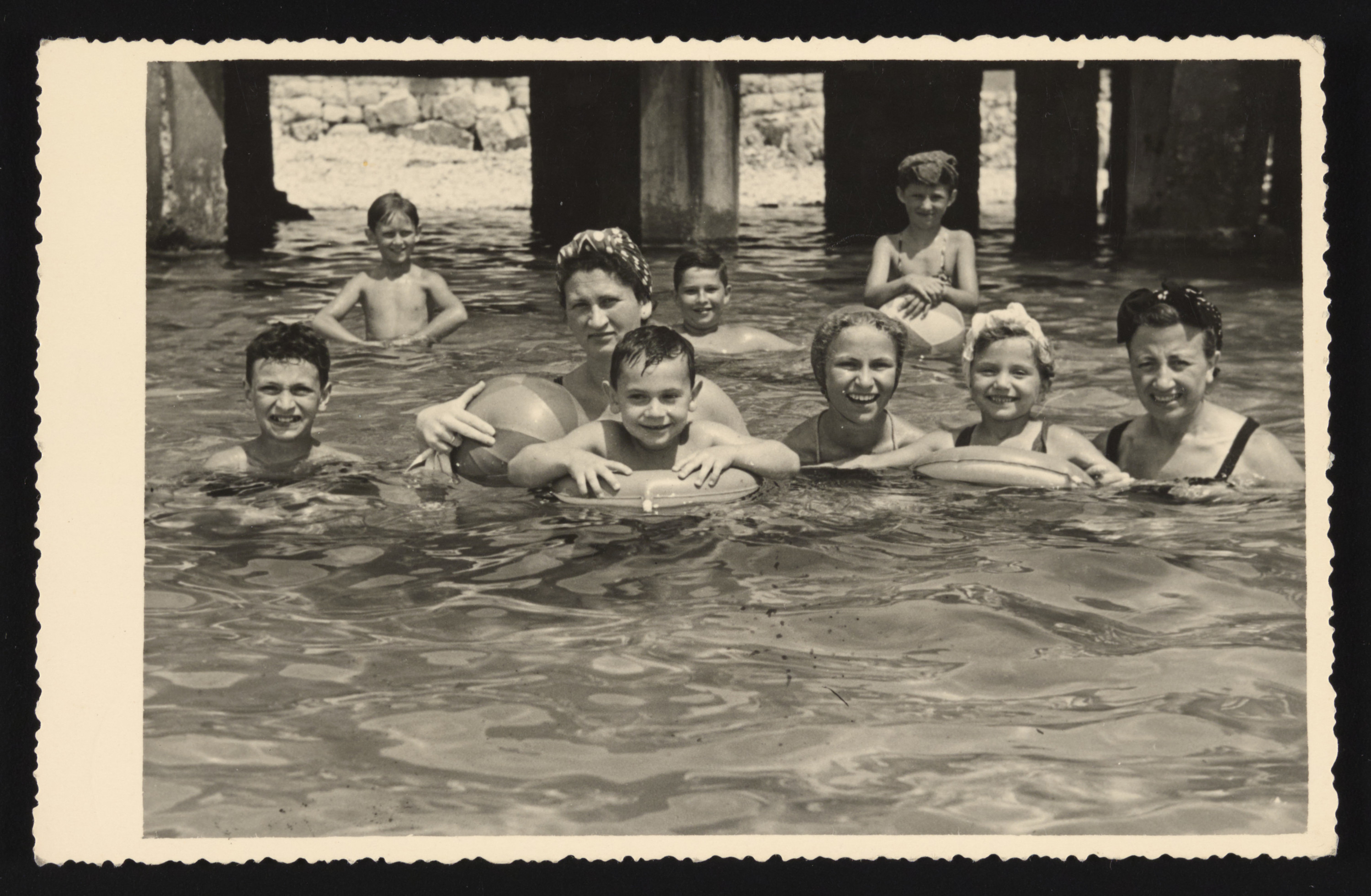 The Hendel family and their cousins go for a swim.