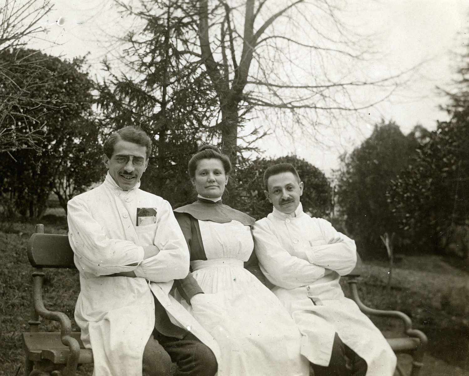 Dr. Josef Kohn (right) poses with two colleagues from the Sanatorium Merano