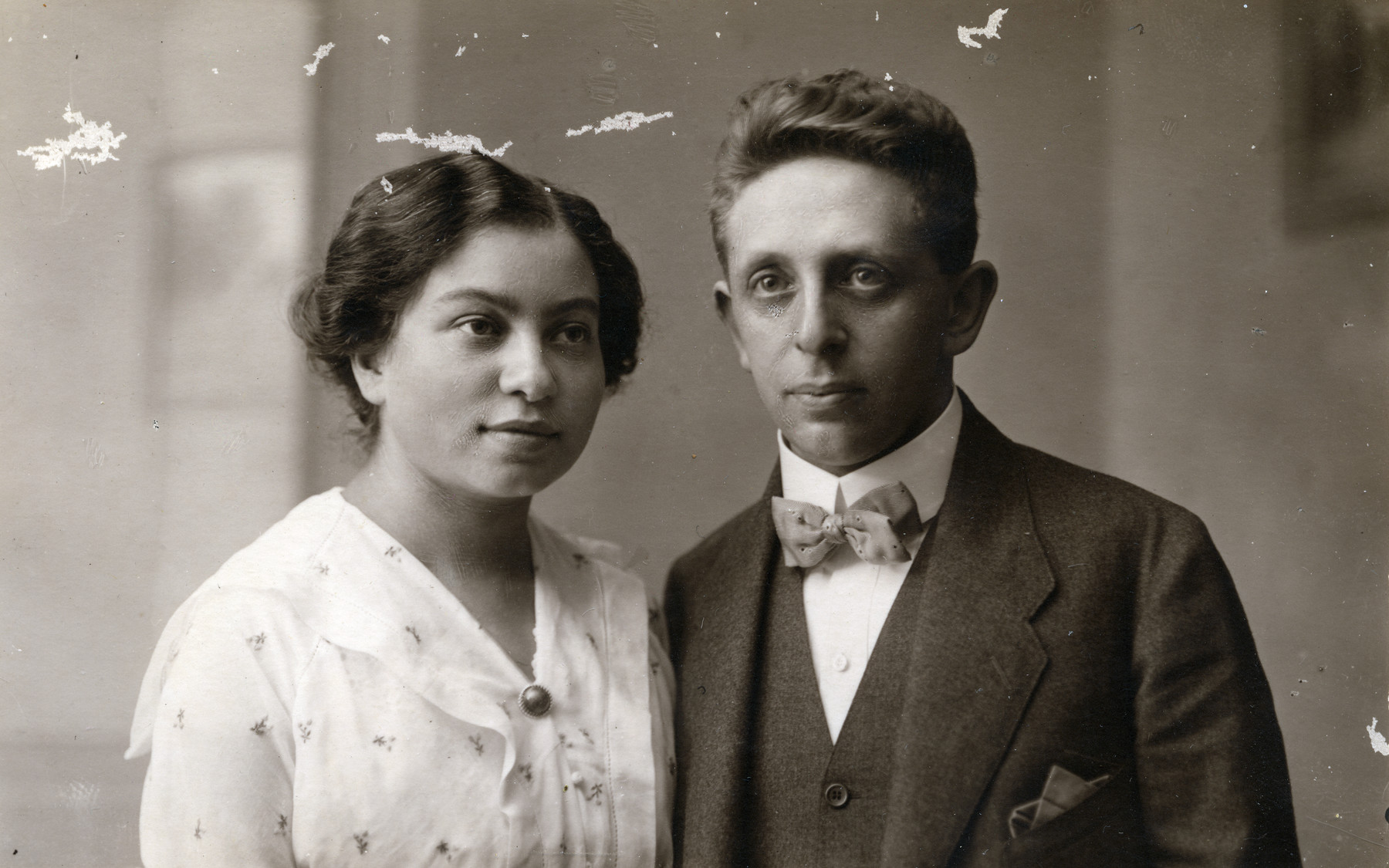 Studio portrait of an Italian Jewish couple; relatives of the Kohn family who perished in the Shoah