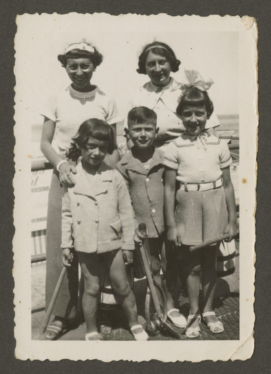 Leah Coopman Rodrigues poses with her sister Janny, her children Elly and Henri and Janny's daughter Mary.