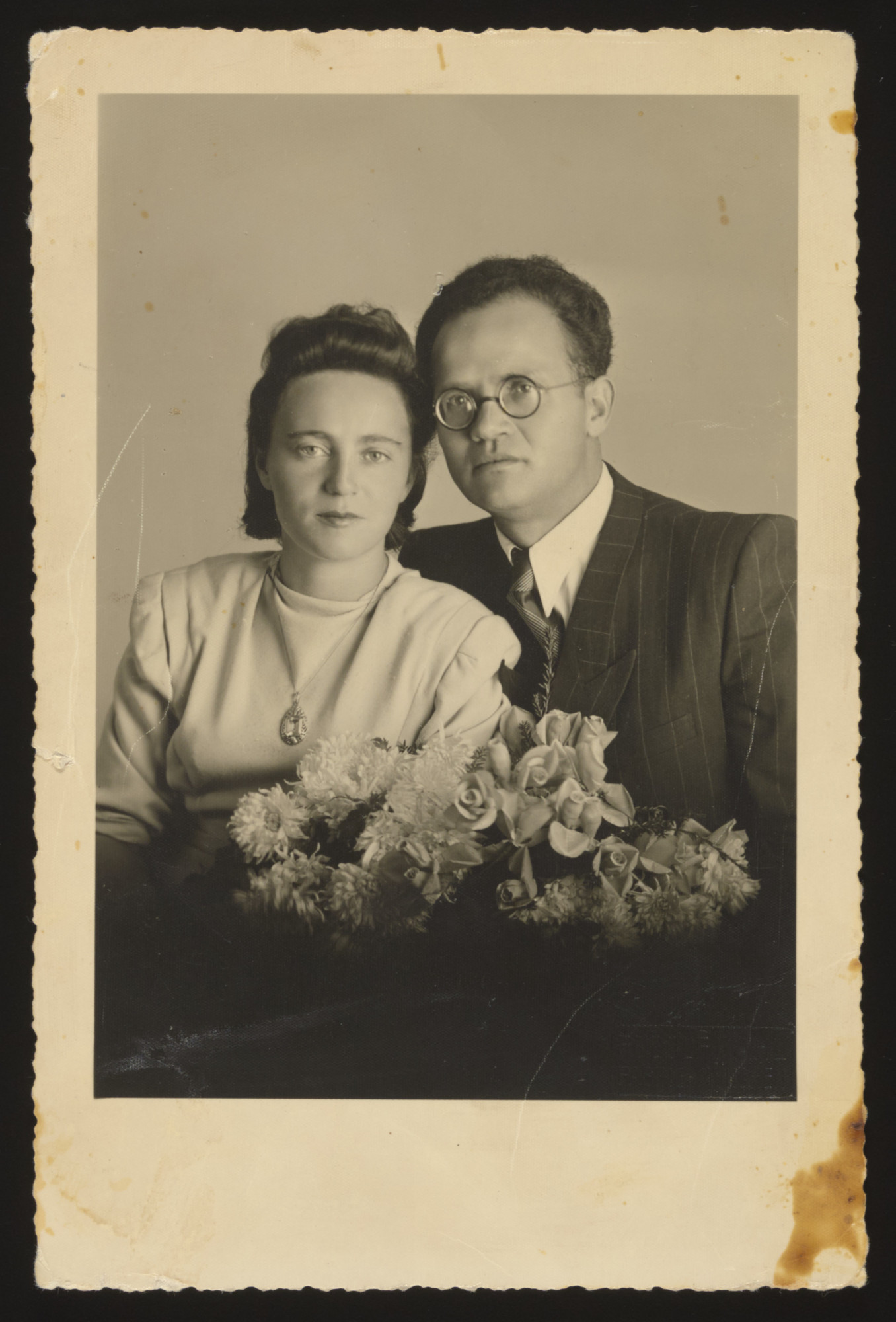 Portrait of a Jewish couple celebrating their wedding in Munich after the war.  Pictured are Lifcia Najman and Lewek Szabason.