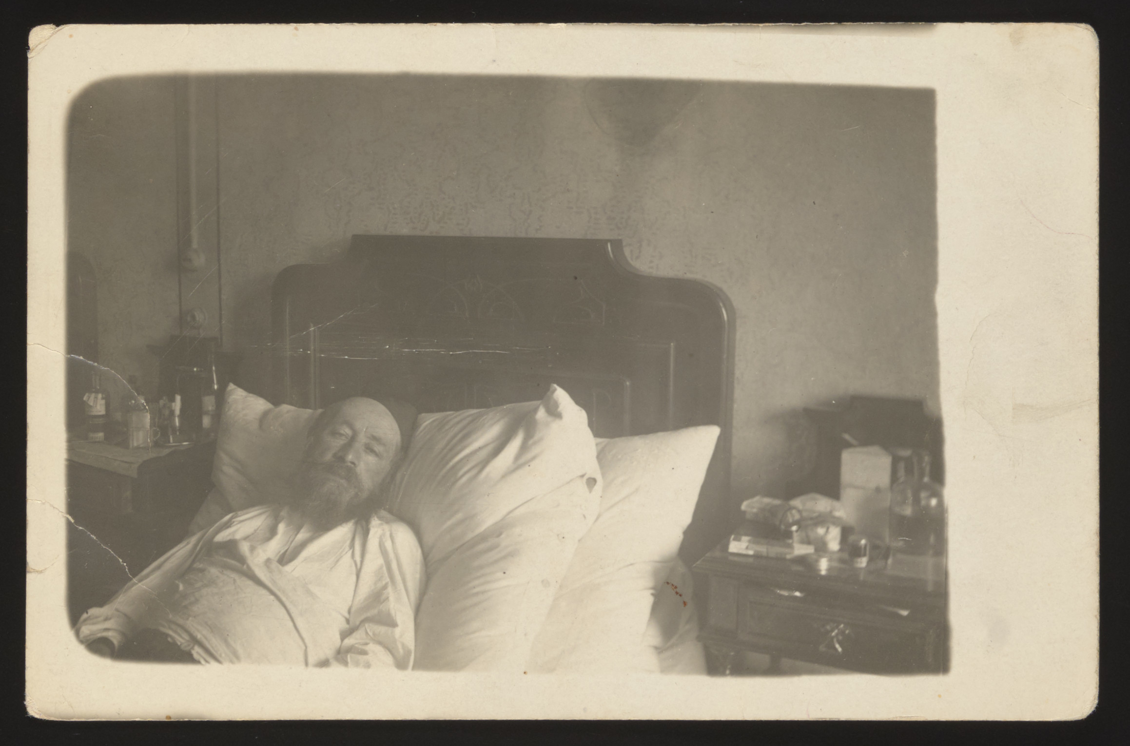 An elderly Jewish man lies in his bed .  Pictured is the paternal grandfather of the donor.