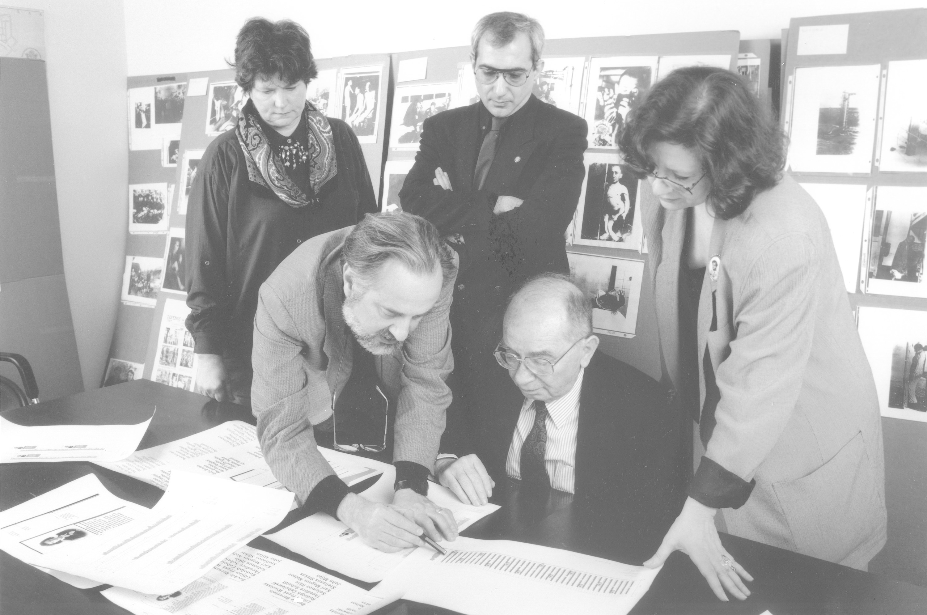 Members of the design team for the permanent exhibition of the U.S. Holocaust Memorial Museum meet with museum director Shaike Weinberg.  Pictured clockwise from the top (center) are: Radu Ioanid, Raye Farr, Shaike Weinberg, Ralph Appelbaum and Ann Farrington.