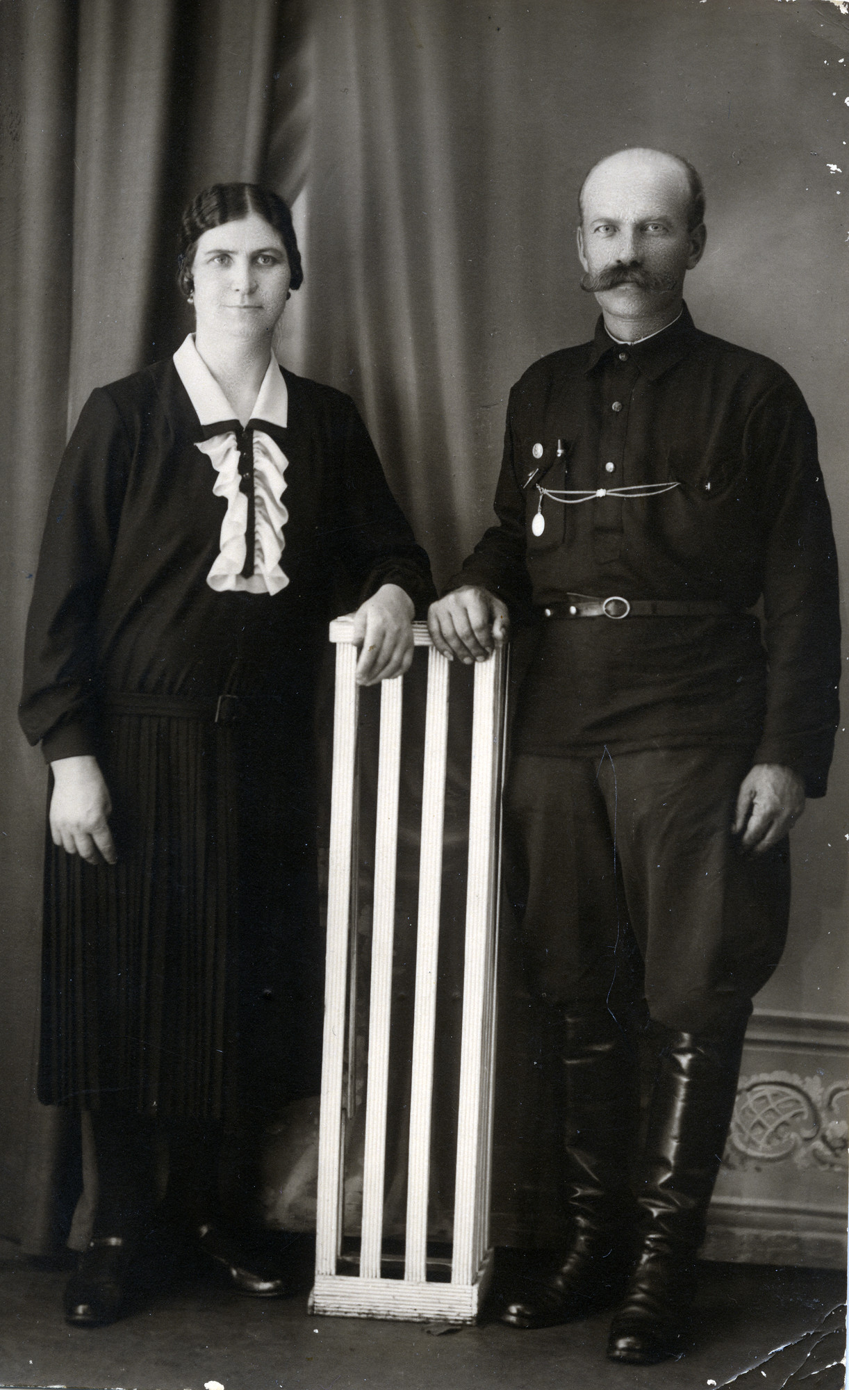 Jakob Kartaszew with his wife Anna.   He was the Polish caretaker of the cemetery where the Miedzyrzecki family hid in 1943.  They were later recognized as Righteous Among the Nations.