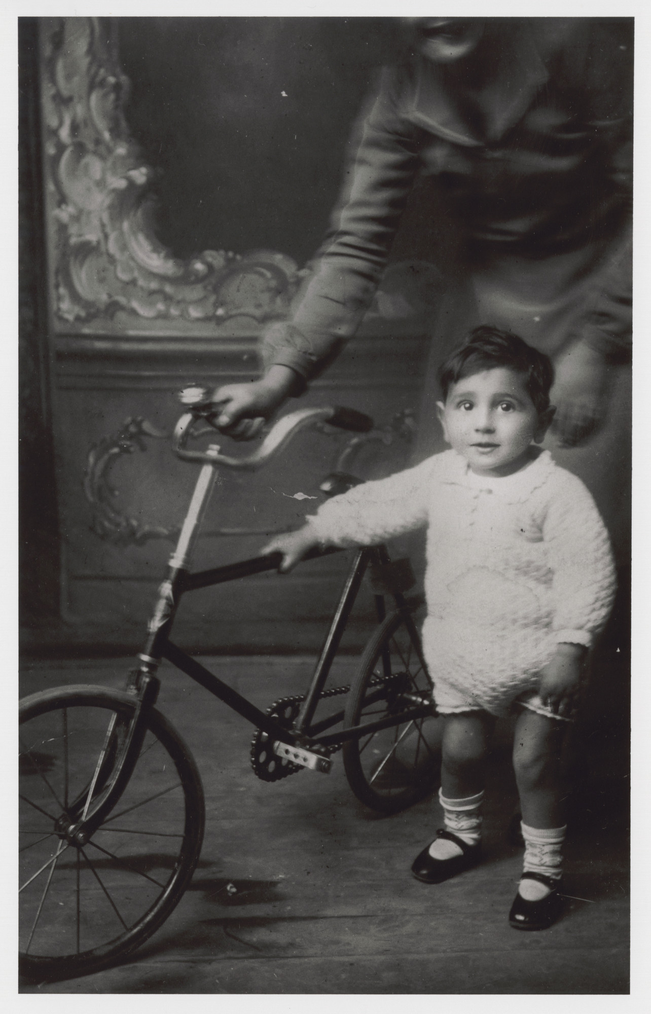 Victor Nahmias poses next to a bicycle.