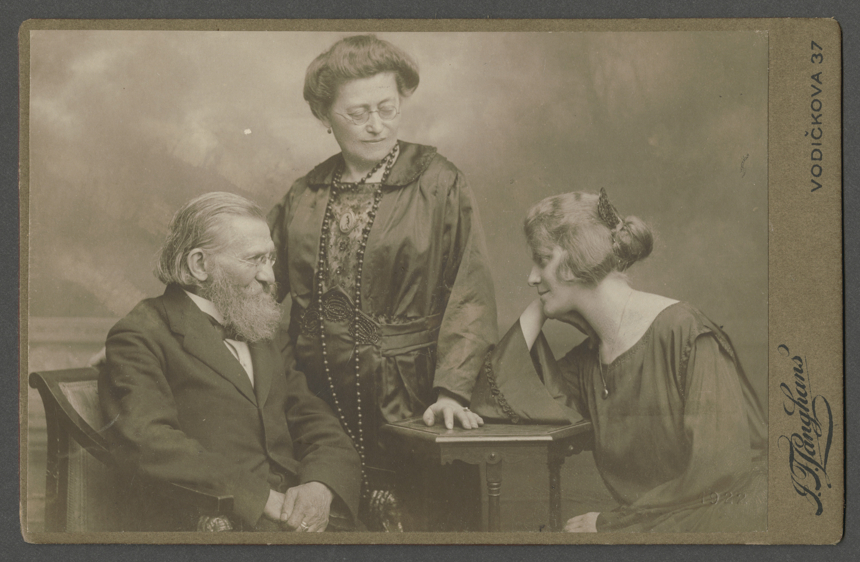 Portrait of  Czech Jewish family.  Pictured are parents Bernhard and Rosa Ohs, with their daughter Louise.