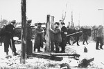 Jews repairing or moving the ghetto fence after a reduction of the ghetto boundaries.